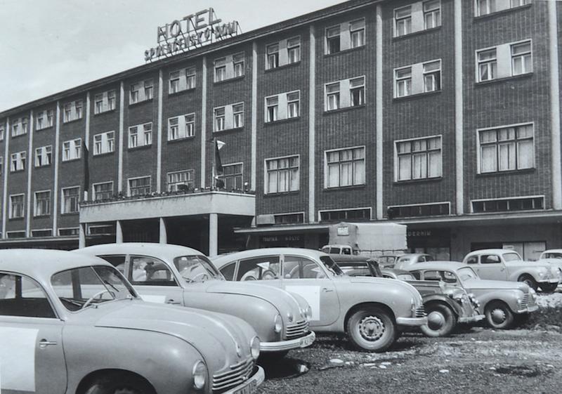 Multifunkčný hotel slúži ľuďom takmer 80 rokov